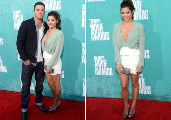 Channing Tatum felesége, Jenna Dewan-Tatum szép dekoltázst mutatott rafinált blúzában.