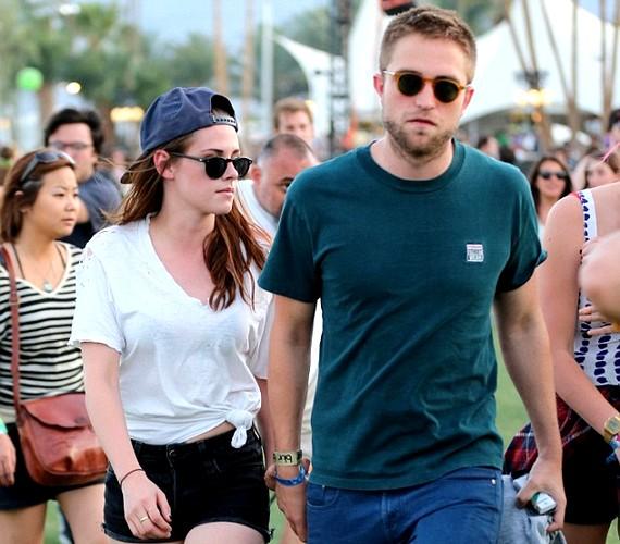 A közelmúltban megrendezett Coachella fesztiválon a pár még kéz a kézben mászkált.