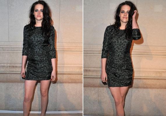A szürke miniruha és a magas sarkú cipő még hosszabbnak mutatta Kristen lábait.