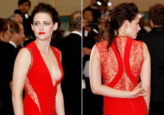 A piros szín még vadabbá tette a ruháját.