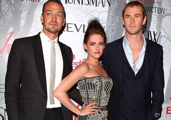Rupert, Kristen és Chris Hemsworth a Hófehér ausztráliai premierjén.