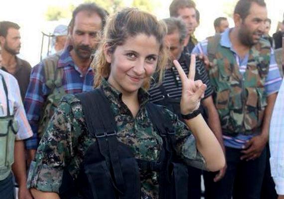 Az Iszlám Állam fegyveresei régóta ostromolják a szíriai Kobani városát. Az ostromba már az amerikai hadsereg is beavatkozott, harci repülőkről fegyvereket dobnak le a várost védő kurdoknak. Itt készült a konfliktus talán legismertebb képe Rehanáról, akinek nemrég halálhírét keltették. Nemrég azonban olyan hírek érkeztek, melyek szerint Rehana életben van.