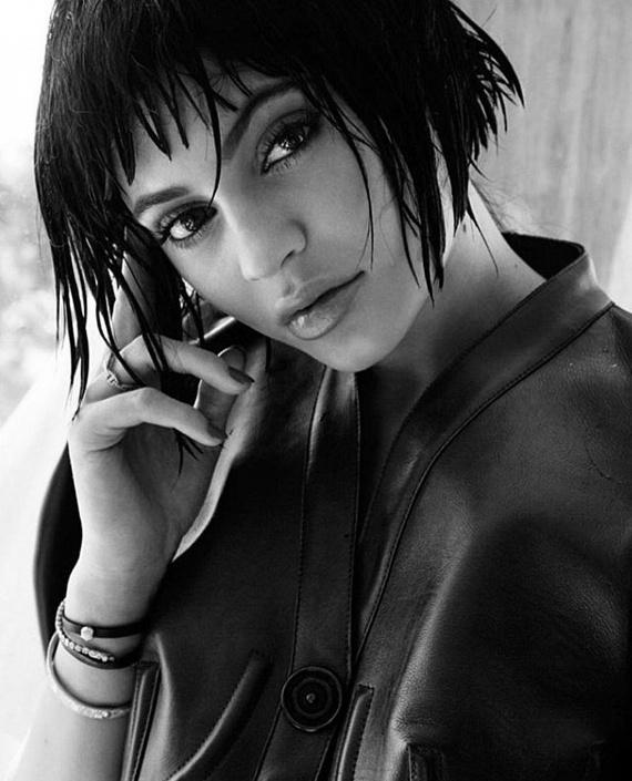 Többen is írták az Instagramján megosztott fotókhoz, hogy ezzel a frizurával nagyon hasonlít az édesanyjára, Kris Jennerre.