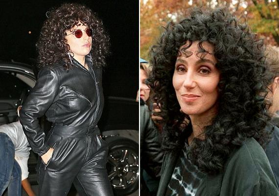 Lady Gaga új frizurája és a nyolcvanas évek diszkókorszakát idéző ruhája miatt egy az egyben Cherre emlékeztet.
