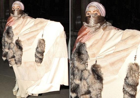 Burkaszerű ruhája kisebb közfelháborodást váltott ki, sokak szerint ezzel átlépett egy határt.