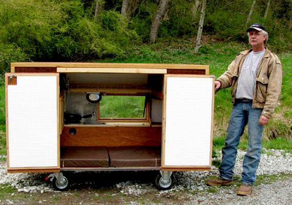 Ez a Paul Elkin által tervezett mozgatható menedékhely az alvóhely mellett konyhát is biztosít a hajléktalanoknak, ráadásul vízálló.