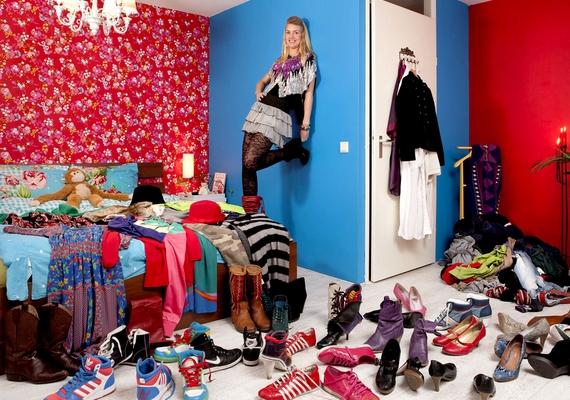 Egy nőnek sosem lehet elég cipője, mindegy, mennyi idős. A 29 éves német Maaike tekintélyes kollekcióval rendelkezik.