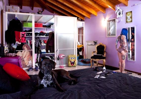 Vannak, akik sosem nőnek fel. Annak ellenére, hogy az olasz Ria már 29 éves, még mindig vannak tinilányos elemek a szobájában.