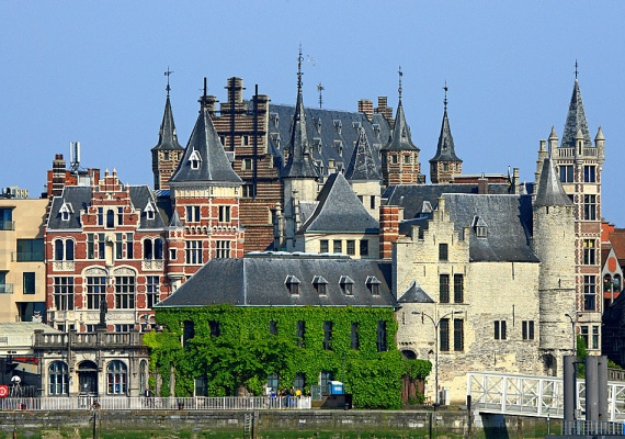 A Nyugat-Európai Belgiumban már tíz éve engedélyezik az azonos neműek házasságát.