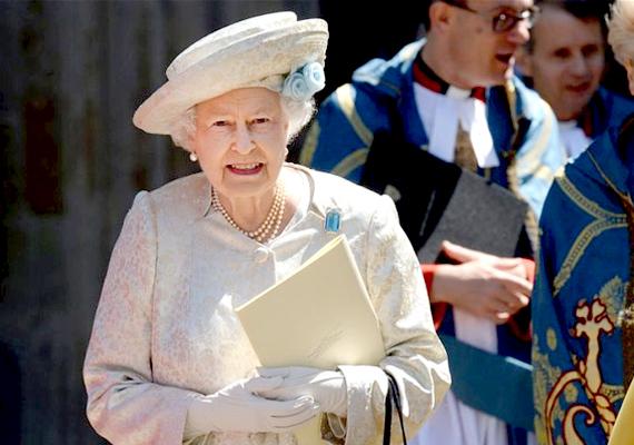 A július 17-én az angol királynő által aláírt törvény azt jelenti, hogy az azonos neműek polgári vagy vallási szertartással házasodhatnak. A vallási ceremónia megtartása ugyanakkor nem kötelező az egyházaknak.