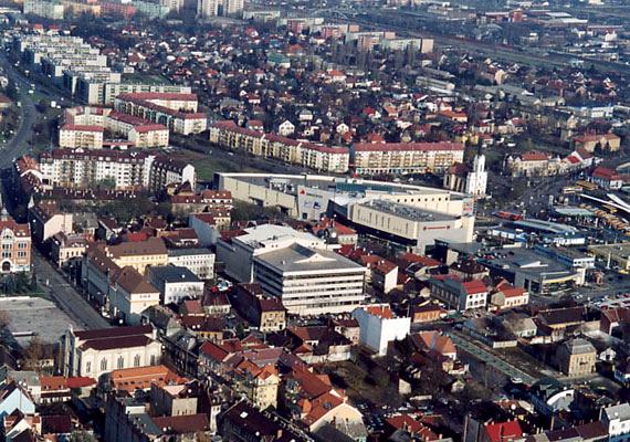 Miskolc 10,5 milliárd forintos adóssággal a lista ötödik helyét szerezte meg. A borsodi nagyváros egy 2009-es összesítés szerint még a harmadik volt, 31 milliárd forintos adósságállománnyal.