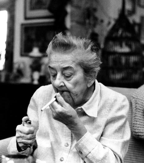 Gobbi Hilda (1913-1988)                         A Nemzeti Színház legendás színésznője nem csupán alakításairól, de kiváló, szatirikus humoráról is ismert volt. Időskorában is aktív maradt, olyan híres szerepeket játszott el, mint a Karnyóné.
