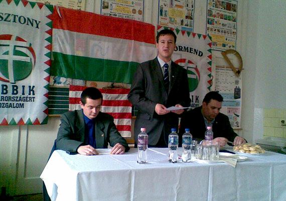 Bana Tibor jobbikos politikus 1985-ben született.