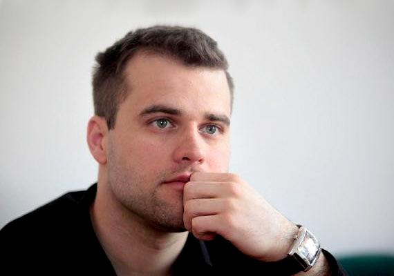 Dr. Staudt Gábor jobbikus politikus 1983-as születésű.