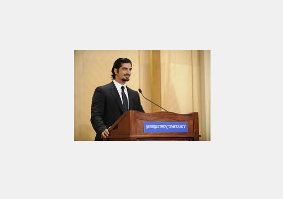 A lista hetedik helyén a 32 éves Fahd Hariri szerepel 1,35 milliárd dollárral. A fiatal férfi a megölt libanoni miniszterelnök legfiatalabb fia. Diplomáját Párizsban szerezte.