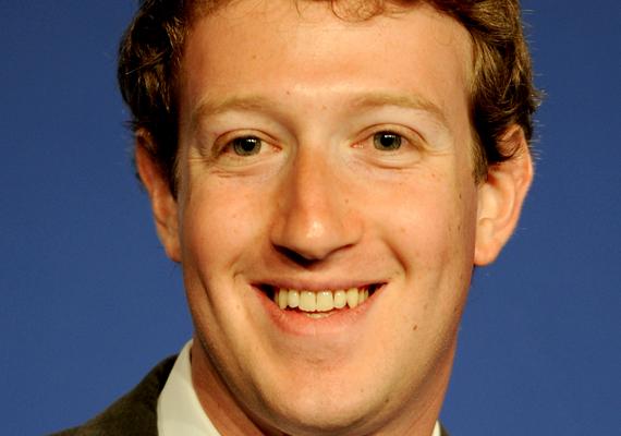 A Facebook közösségi oldal 24 százalékos résztulajdonosa, Mark Zuckerberg pár hónappal idősebb Moskovitz-nál. Zuckerberg 28 évesen 13,3 milliárd dollár tulajdonosa. 2012. október 4-re a Facebook elérte az 1 milliárd regisztrált felhasználót.