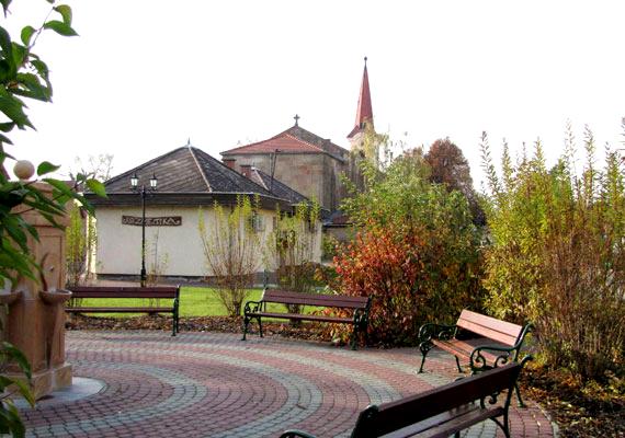 Budapest agglomerációja régóta tehetős környéknek minősül. A mindössze 7000 lakosú Üröm a GfK kutatásában a harmadik helyen végzett.