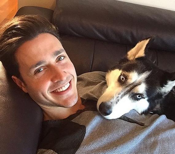 Senkinek sem a kedvenc helye az orvosi rendelő, kivéve a New York-i nőket, itt ugyanis dr. Mike rendel, akit tavaly a világ legszexisebb orvosának kiáltott ki az internet. A 25 éves férfi valóságos híresség lett, az Instagramon sok képet találhatsz róla és a kutyájáról.