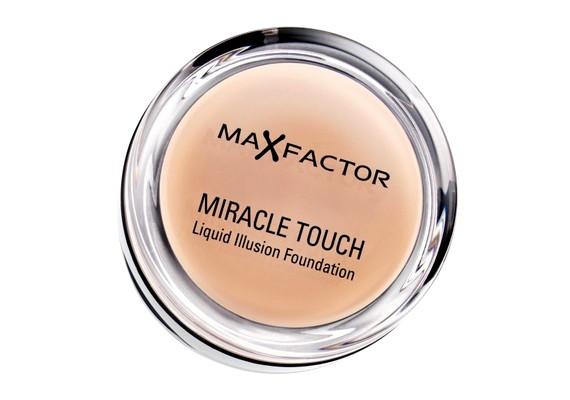 Andi:Nyáron a könnyedebb, krémesebb Max Factor Miracle Touch Liquid Illusion Alapozóra szavazok, ami a bőrön púderszerűre szárad, így természetesnek hat, mintha nap csókolta lenne a bőröm. Tartósságát tekintve még a legnagyobb kánikulát is jól bírja, öt-hat órát fixen a helyén marad sminkalap nélkül is, és egyáltalán nem nehezíti el az bőrömet.