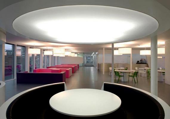Modern, minimalista és nagyon otthonos a 3,5 millió fontból létrehozott iroda a londoni The Engine Groupnál.