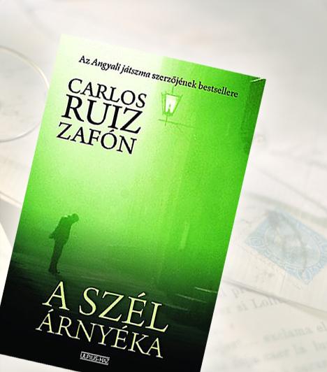 Carlos Ruiz Zafón: A szél árnyékaBarcelona óvárosának szívében hatalmas épület áll: az Elfeledett Könyvek Temetője. 1945 egyik ködös júniusi hajnalán egy megözvegyült könyvkereskedő kézen fogja kisfiát, és magával viszi a titokzatos épületbe. Azt azonban egyikük sem sejti, hogy a látogatás az akkor tíz éves Daniel Sampere egész életét gyökeresen megváltoztatja majd.