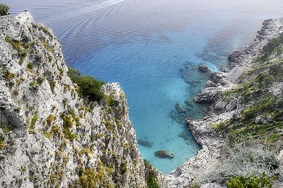 Capri híres szirtjei