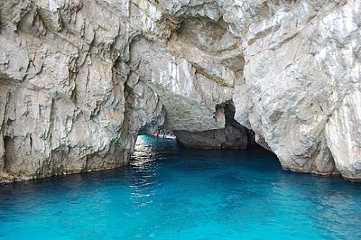 A híres Kék-barlang