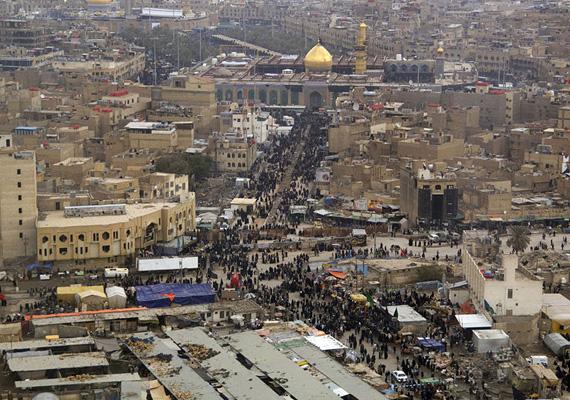 A hetedik legkorruptabb országban, Irakban a legnagyobb bevétel a kőolajbányászatból adódik. Az összbevétel legnagyobb részét az ország vezetése fegyverekre költi.