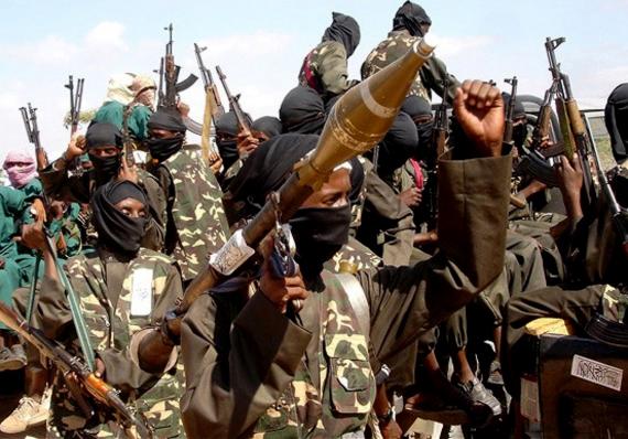 A képen al-Shabaab iszlamisták harcolnak a világ legkorruptabbnak számító országában, Szomáliában. Az afrikai országban nincsen központi államhatalom.