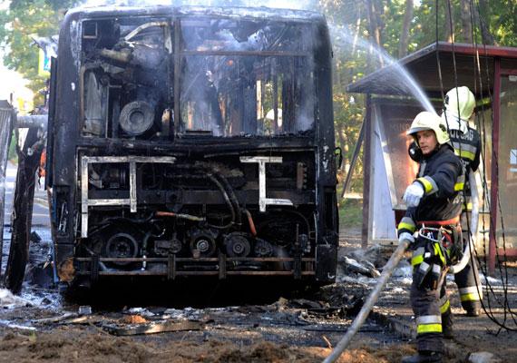 Havi 130 ezer nettóért teszik kockára az életüket a tűzoltók. Bár nemrég fizetésemelést jelentettek be az ágazatban, a pótlékok veszélybe kerültek, így sokkal kevesebbet ér ez az ígéret.