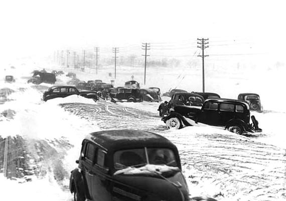 1940. november 11-én130 kilométer/órás szélvihar kíséretében mintegy 70 centiméteres hóréteg zúdult Amerika nyugati részére. Több mint 150 halálos áldozatról tudnak.