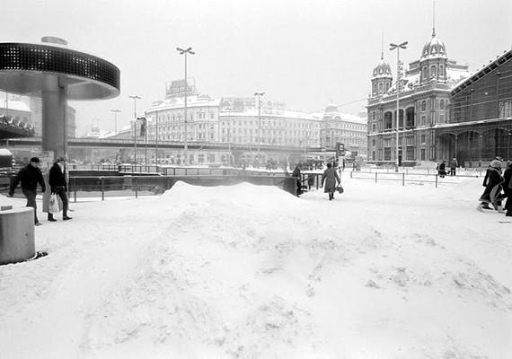 Magyarországon 1987 januárjában döntött rekordot a téli időjárás. Napokig havazott, és átlagosan 30-40 centiméteres hóréteg borította az országot.