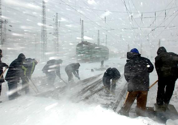 2008 januárjában Kínát is hatalmas hóvihar sújtotta. A közlekedésben teljes fejetlenség honolt, sokan vesztették életüket az utakon. Számos ház összedőlt, és ez is halálos áldozatokat követelt.
