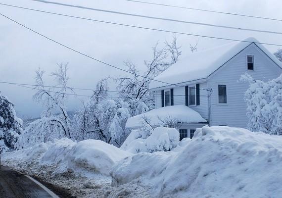 Észak-Amerikát a 2009-2010-es télen többször borította vastag hólepel. Az egyik legkiemelkedőbb a februári hóvihar volt, ekkor mintegy 90 centiméteres hó esett.