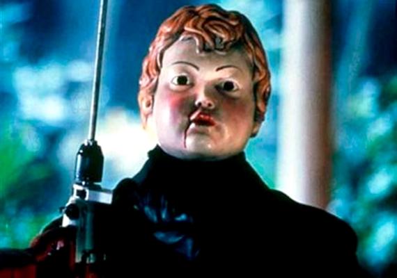 Szintén 4,4 pontot kapott a teljesen kiszámítható, 2001-es Véres Valentin, amelyben a főszereplő Ámor-maszkban gyilkolászik.