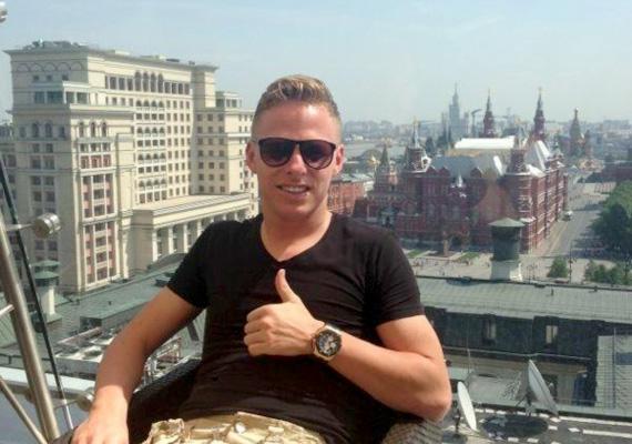 A most 27 éves focista, Dzsudzsák Balázs először háromszoros magyar bajnok lett a Debrecennel, ezt követően pedig már a holland PSV Eindhoven 2 millió eurós ajánlatára bólintott rá. Később az orosz Anzsi Mahacskalához szerződött, ami miatt meglehetősen erős kritikákat kapott, jelenleg 19 millió euróért a Dinamo csapatát erősíti.