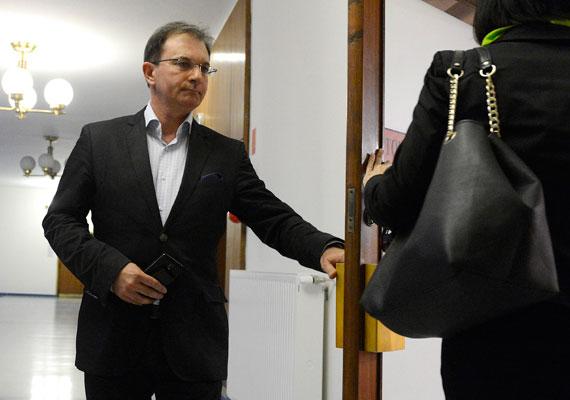 Az MSZP-s Tóth Csaba sem kap lakást, de az ő irodája sem olcsó. Az államtól 9,9 millió forintot kap erre a célra a ciklus folyamán.