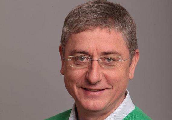 A volt miniszterelnök, Gyurcsány Ferenc is képes megvillantani makulátlan mosolyát.