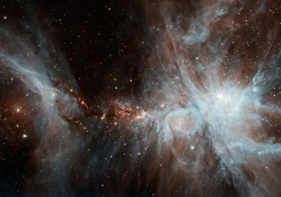 Egy csapat fiatal, forró csillag tűnik fel az égbolton a NASA felvételén.