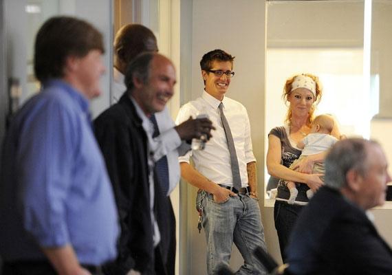 Scott mostanság. Betegségből felépülve együtt ünnepel a Denver Post szerkesztőségével, miután Walker megkapta a Pulizter-díjat.