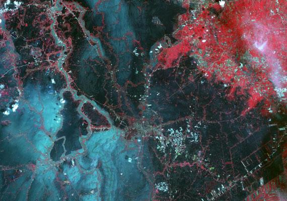 Az űrből készült felvétel Ázsiáról, a 2011 júliusában leesett monszumeső után.