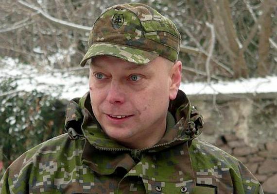 Martin Farkaš főhadnagy a becsapódáskor a mosdóban tartózkodott. Koponyája és tüdeje megsérült, de volt annyi ereje és lélekjelenléte, hogy felhívja a feleségét, aki értesítette a hatóságokat a történtekről.