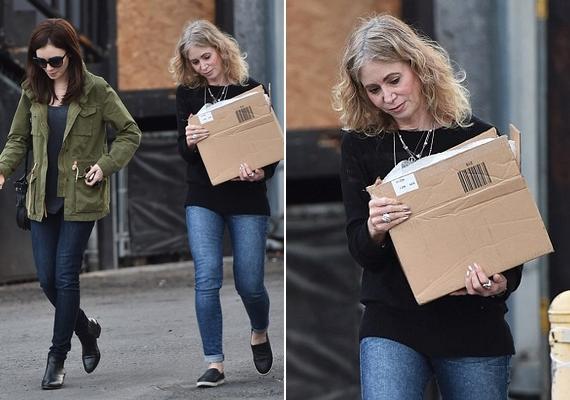 Lily Collins és édesanyja, Jill éppen Hollywoodban sétálgattak, amikor lefotózták őket. A képeken mindenkinek rögtön a szemöldökük közti hasonlóság tűnt fel.