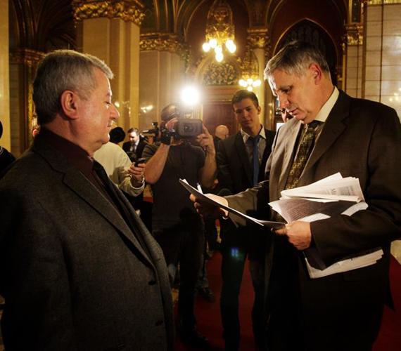 """Balczó Zoltán jobbikos politikust is be akarták vonni. """"De hát mi inkább az EU-ból való kilépésről tartanánk népszavazást"""" - gondolhatta Balczó."""