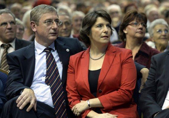 Dobrev Klárát sokszor láthatjuk férje, a korábbi miniszterelnök Gyurcsány Ferenc oldalán. Bár mostanában leginkább legkisebb gyermekével, a kilenc hónapos Mártonnal foglalkozik, Dobrev Klára aktív üzletasszony is.