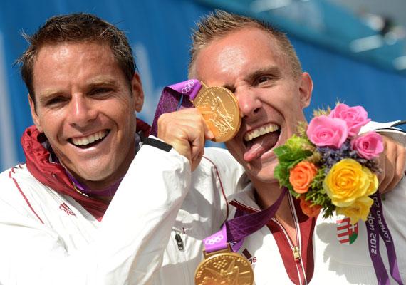 A Dombi Rudolf-Kökény Roland kajakpáros önfeledten örül 1000 méteren szerzett aranyuknak - szép volt, fiúk!