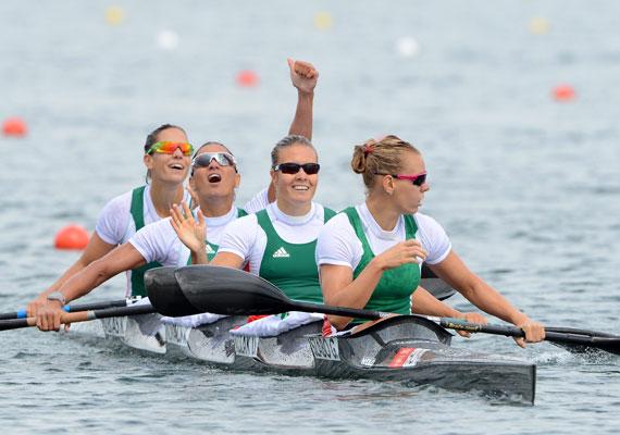 Női kajak négyesünk - Szabó Gabriella, Kozák Danuta, Kovács Katalin, Fazekas Krisztina - az 500 méteres versenyen aratott győzelmet.