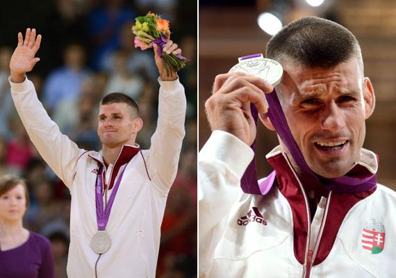 Ungvári Miklós mutatja ezüstérmét az olimpia cselgáncstornájának férfi 66 kg-os súlycsoportja eredményhirdetésén. Gratulálunk!