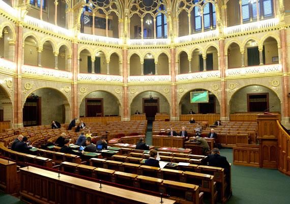 Czunyiné Bertalan Judit, az Emberi Erőforrások Minisztériumának köznevelési államtitkára a magyarországi elvándorlásról beszélt egy hete az ülésteremben. Meghitt hangulatban.