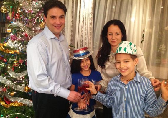 Mesterházy Attila családja körében köszöntötte az új esztendőt.